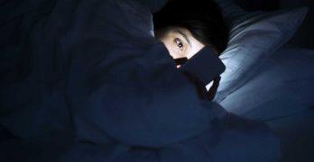 Saiba Quais São as Consequências do Uso do Celular Antes de Dormir